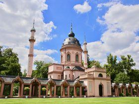 独「シュヴェツィンゲン宮殿」モスクにお花見、池もある豪華庭園