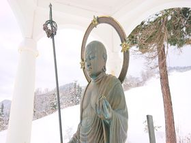ゲレンデのお地蔵さんで安全祈願!長野「戸狩温泉スキー場」