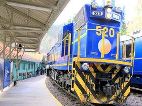ペルー・マチュピチュ行き列車「ビスタドーム」虹も映る車窓に夢中