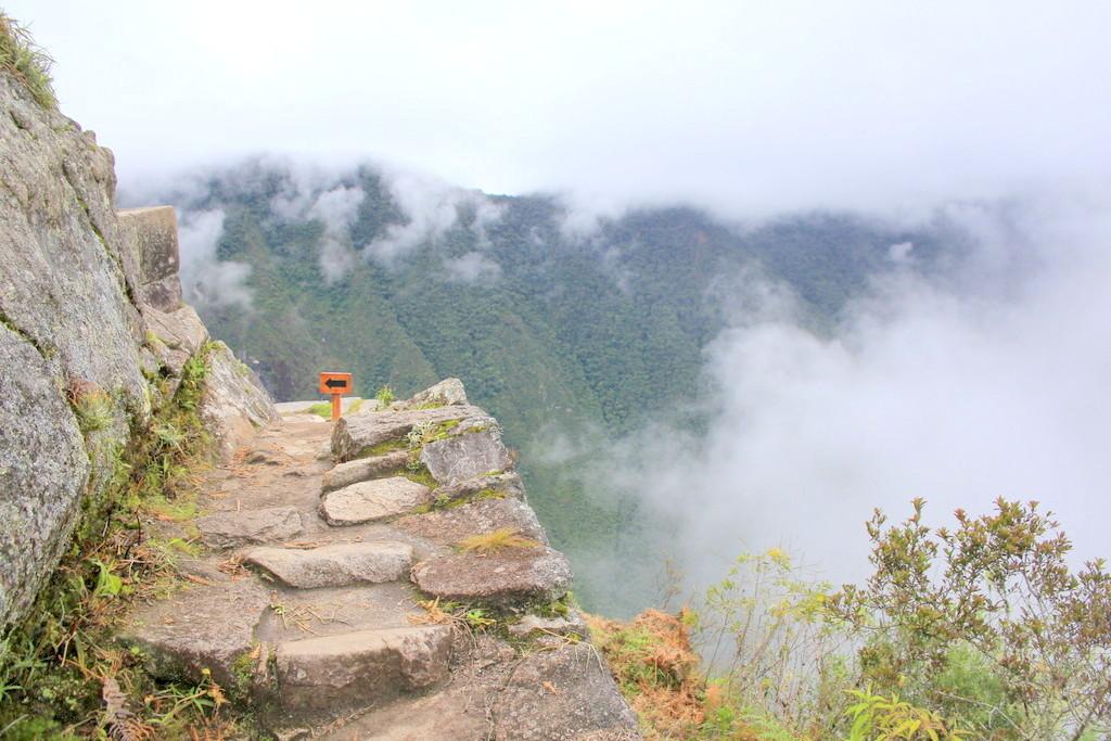 中盤から視線は周辺のパノラマ風景へ