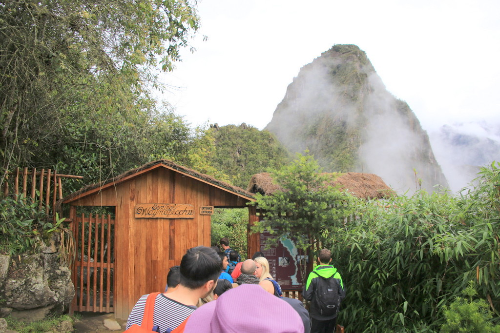 マチュピチュとセットで写ってる山
