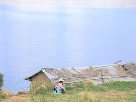 """ボリビア「月の島」太陽の島の傍らで神殿が佇む""""男子禁制の島"""""""