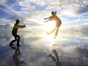 映えるポーズはこれ!ボリビア「ウユニ塩湖」で楽しい写真撮影を