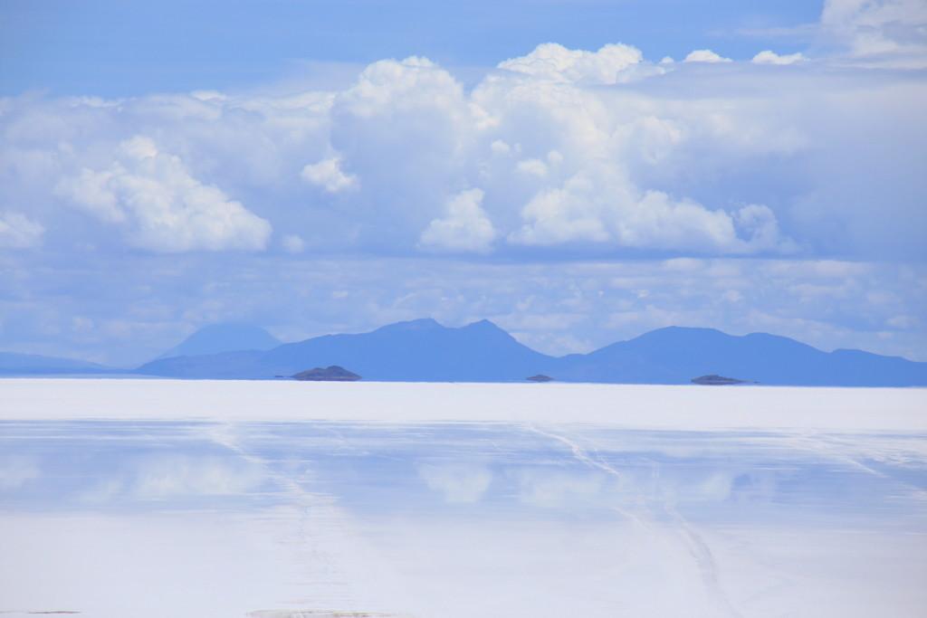 山頂ではウユニ塩湖の景色を独り占め