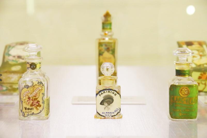 魅せるラリックの香水瓶