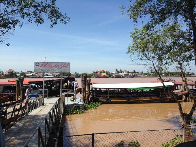 東南アジアの要衝、観光客でもにぎわうメコン川