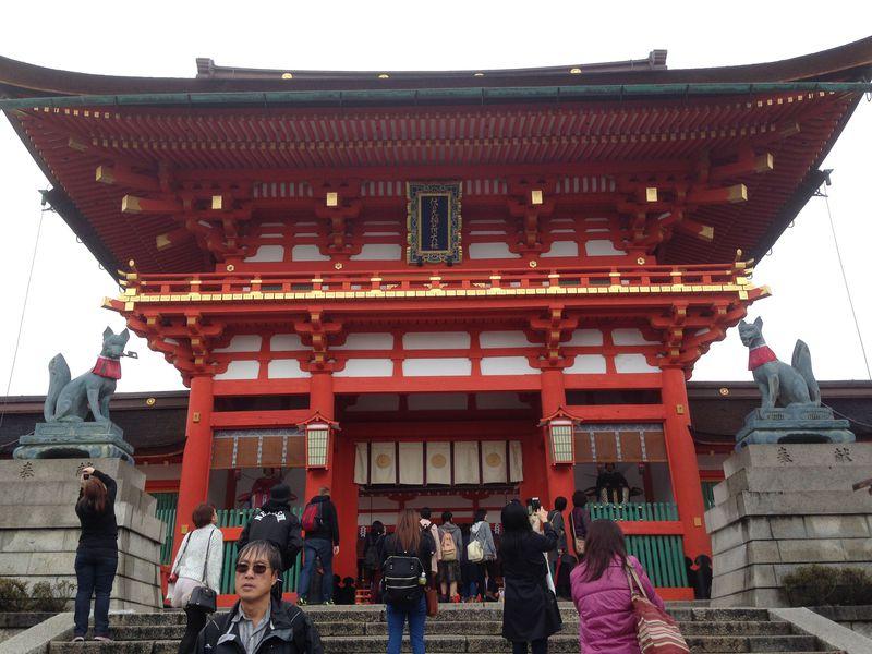 1万本の鳥居のトンネルは圧巻! 世界が注目する京都・伏見稲荷大社でご利益満載の巡拝コース