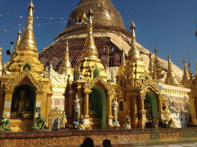 金箔で覆われた巨大な仏塔!シュエダゴン・パゴダの歴史とその全貌とは