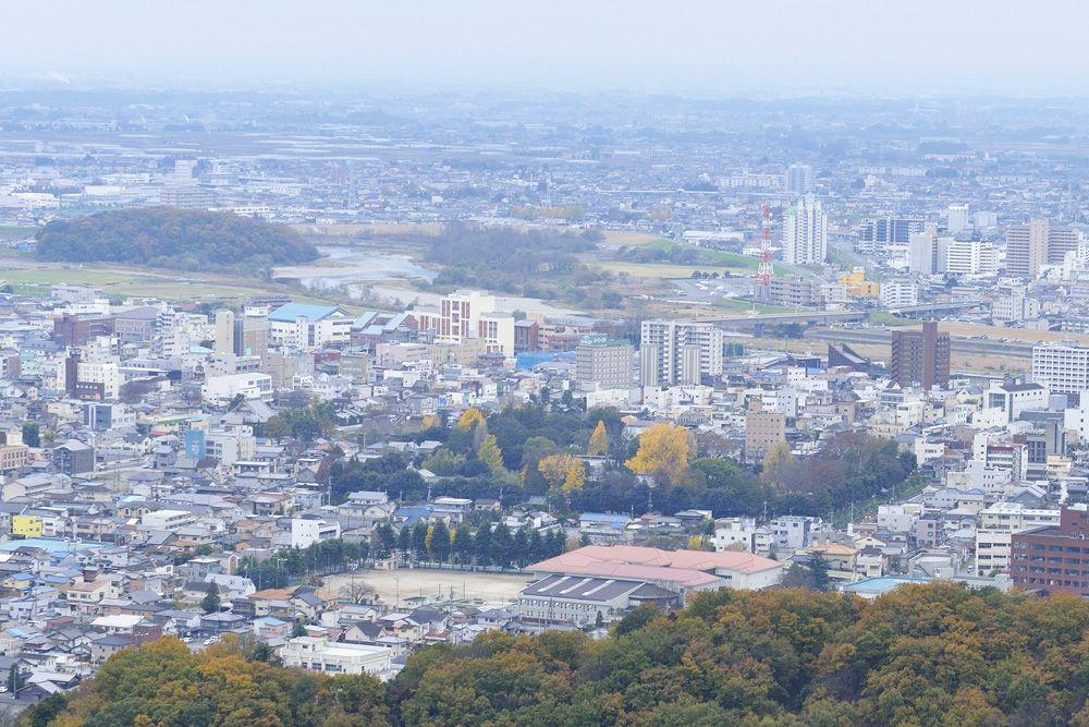 「両崖山」城跡と市街を見渡せる展望台