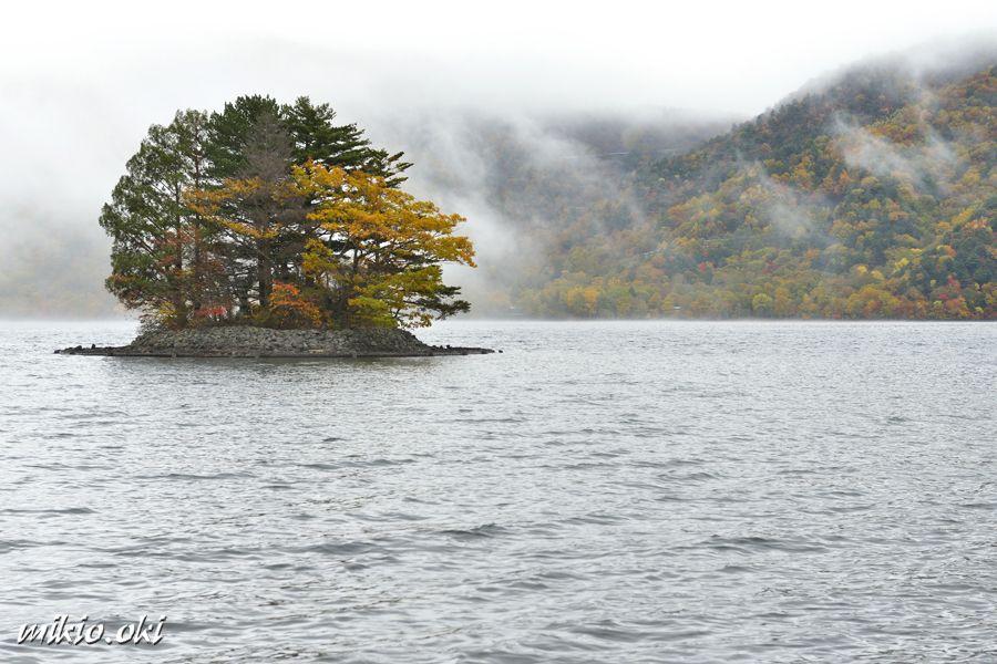 上野島・中禅寺湖で唯一の神秘的な島