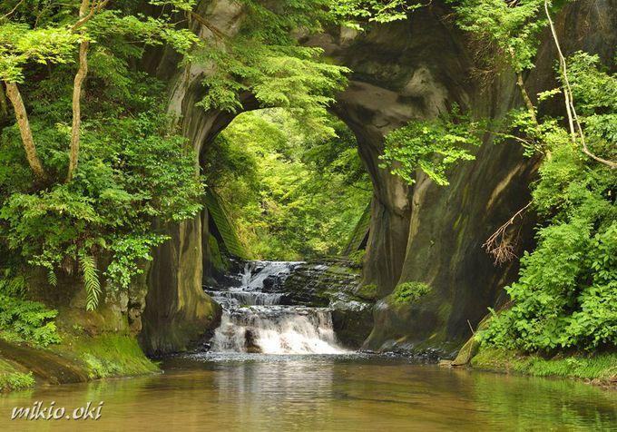 濃溝の滝は川廻しのトンネル
