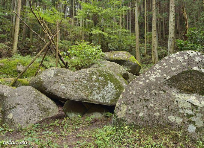 名草巨石群の奥之院・御船石
