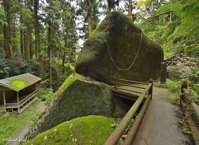 名草巨石群へのアクセス