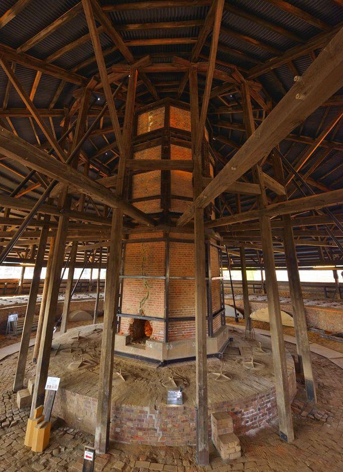 野木町煉瓦窯〜大煙突が聳える2階は炎の制御室
