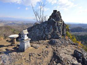 埼玉で最北の山へ登拝〜御嶽山の金鑚神社と鏡岩