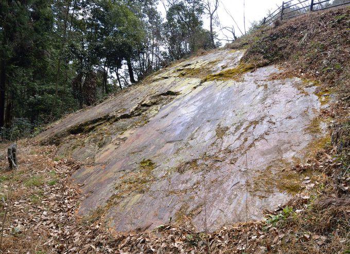 埼玉県内でも有名な名所・御嶽山の鏡岩