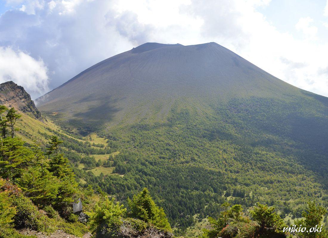 浅間山の連峰・黒斑山〜国内最大級の活火山を望む登山