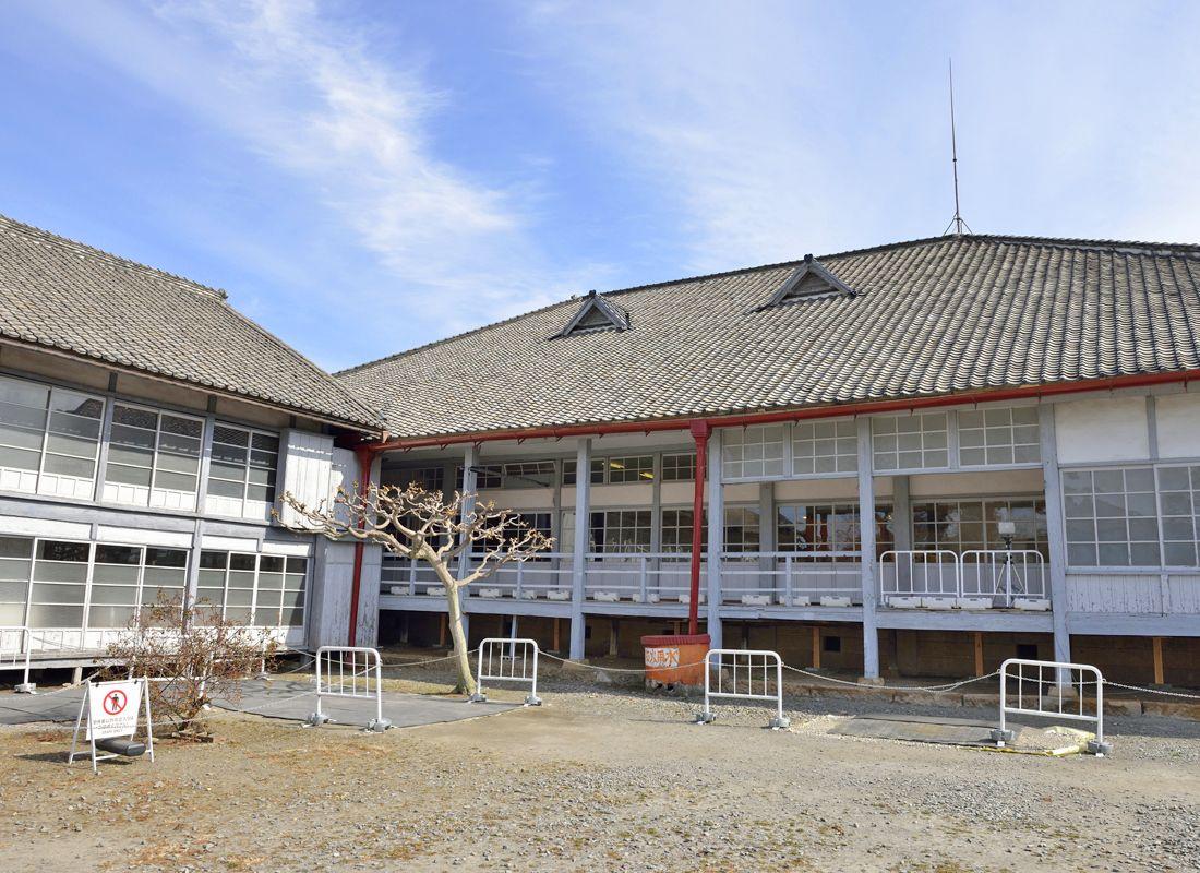重要文化財・鉄水溜と首長館
