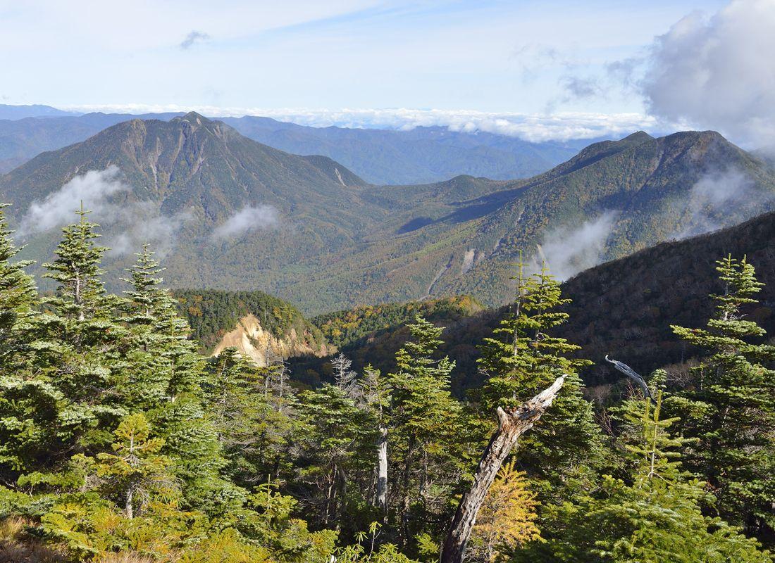 日光男体山の山頂〜奥日光の山岳風景