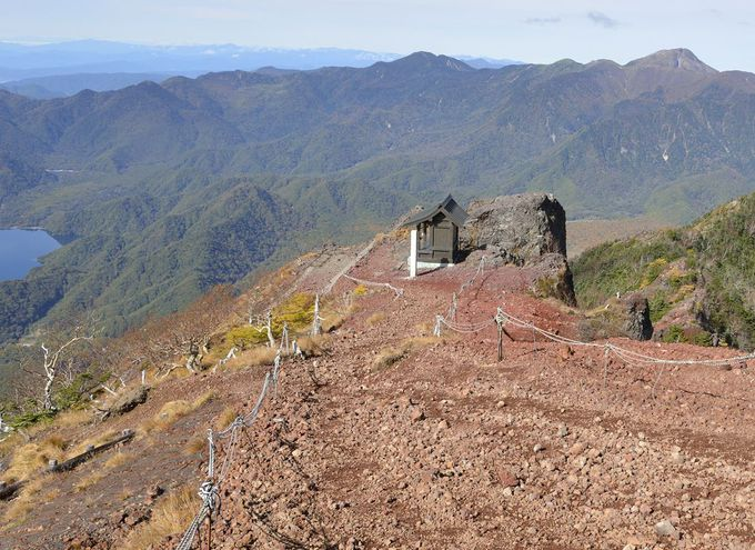日光男体山の山頂〜二荒山神社奥宮と最高所の神剣