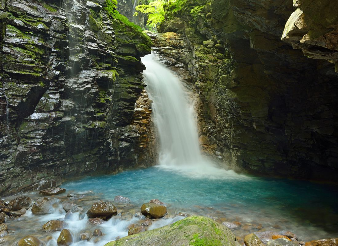 スッカン沢の名瀑・雄飛の滝と周辺の見どころ