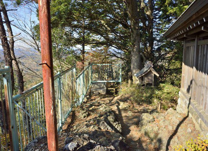 西金砂山の山頂〜磐座に建つ本殿と眺望