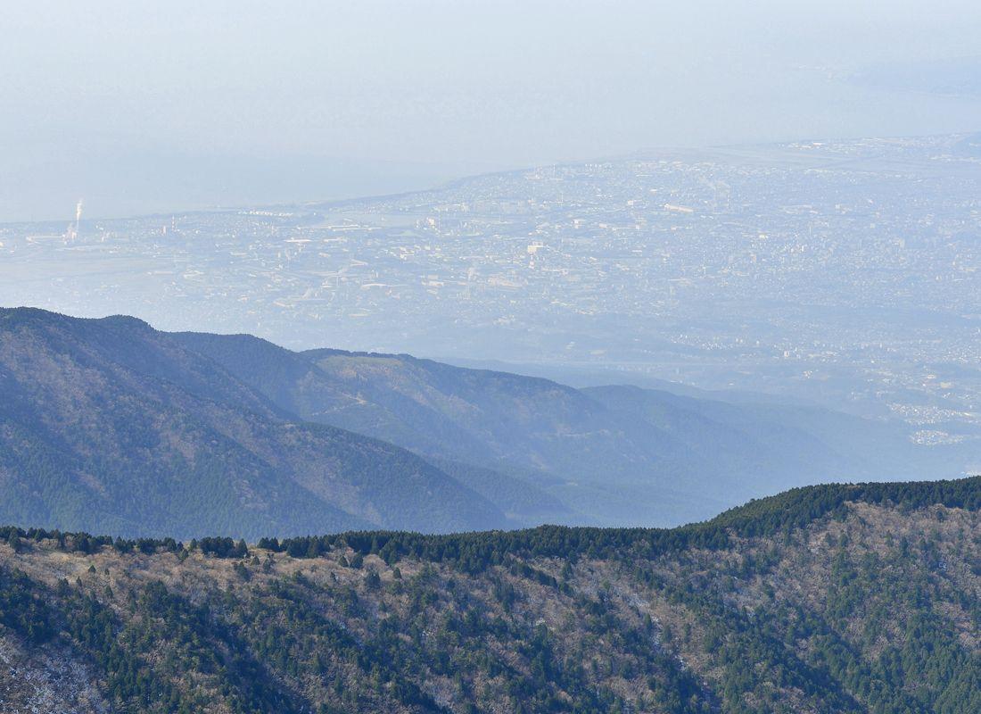 越前岳の山頂〜駿河湾と愛鷹山塊の展望地