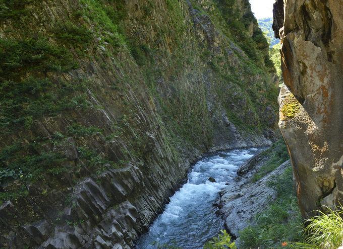 清津峡渓谷トンネル〜名勝の大峡谷を堪能する芸術空間