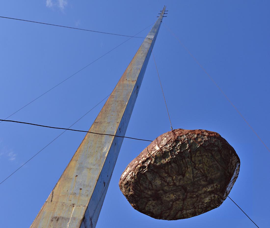風弦は南アルプスを背に建つ巨大な芸術作品