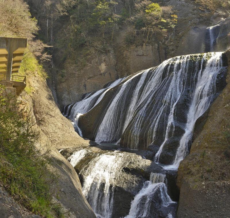 茨城・袋田の滝で登山!大瀑布の隣にそびえる眺望の月居山へ