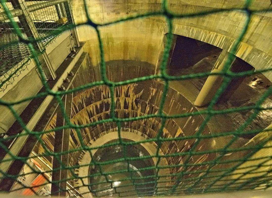 「第1立坑」地下トンネルと繋がる巨大な縦穴