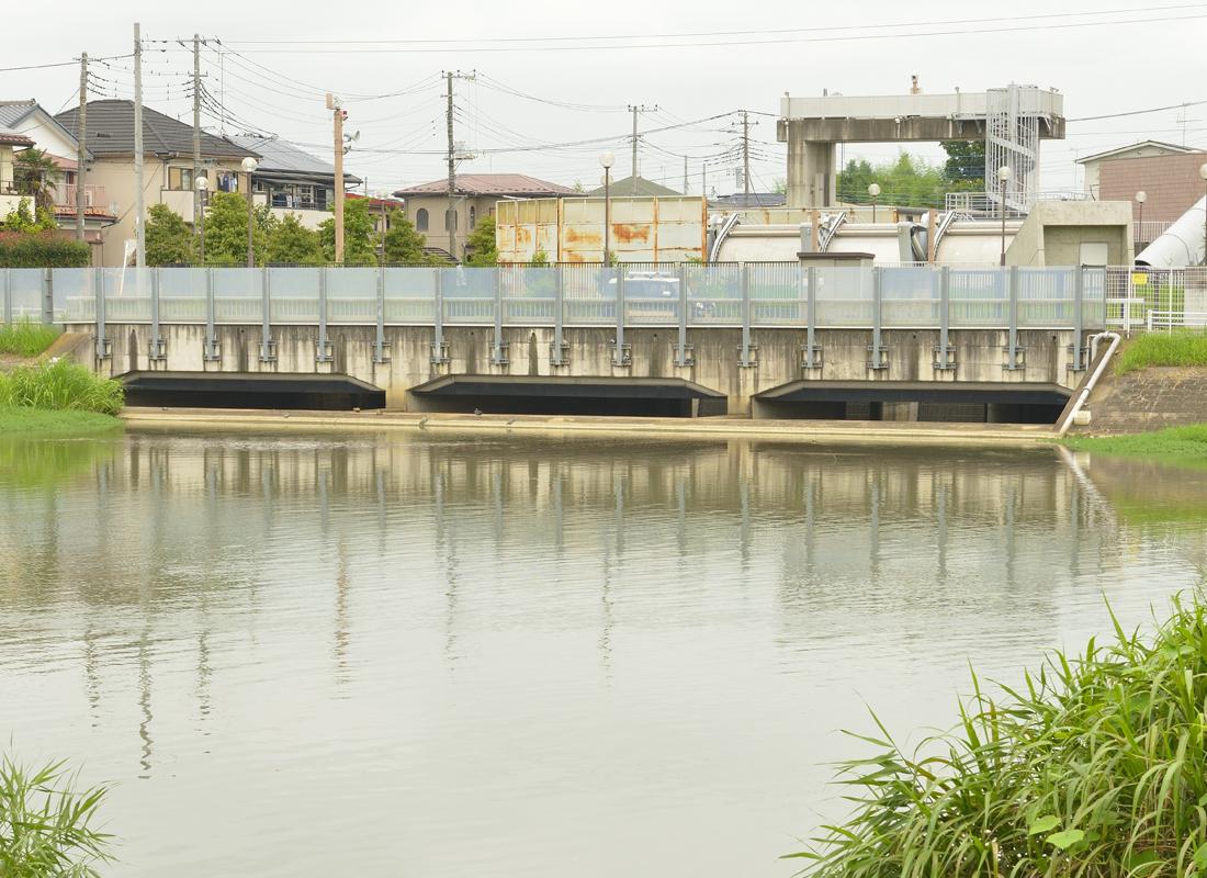 「流入施設」立坑と繋がる洪水の取り込み口