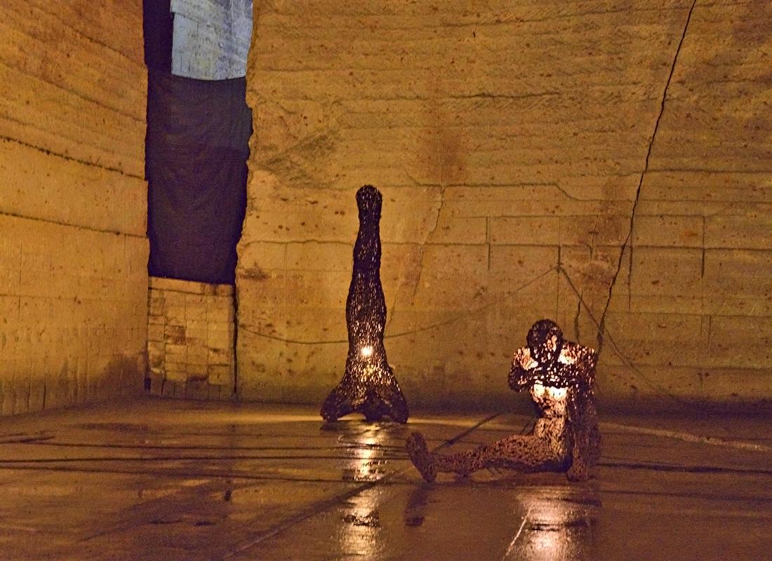 地下採石場跡は芸術的な空間へ