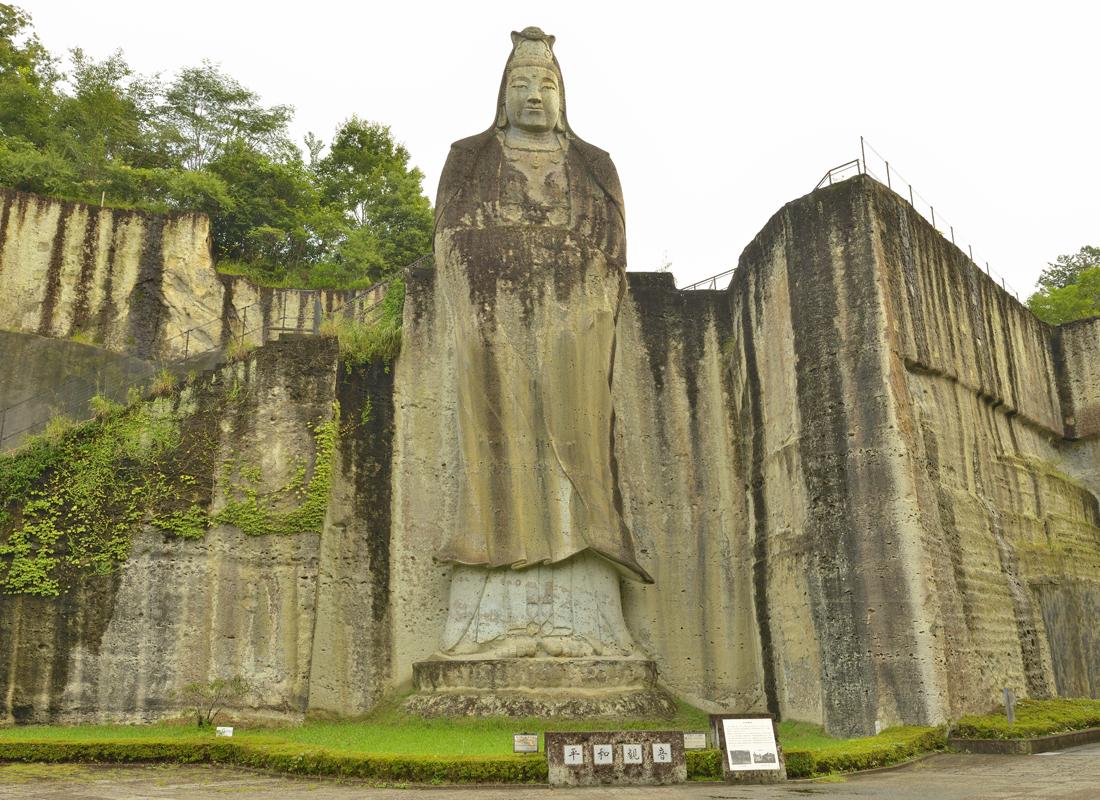 大谷石の岩山に開かれた霊場の大谷寺