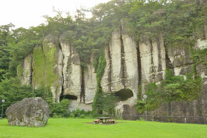 大岩壁が連なる名勝の御止山
