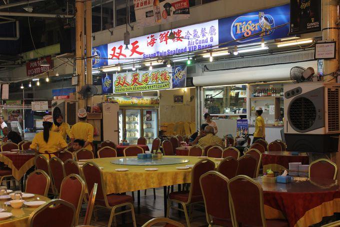 地元の人にも外国人観光客にも愛される人気店