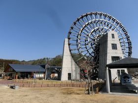 日本一大きな水車が目印!岐阜「道の駅 おばあちゃん市・山岡」