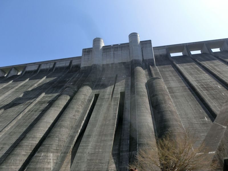 いろいろな高さから眺めよう!岐阜県恵那市「小里川ダム」