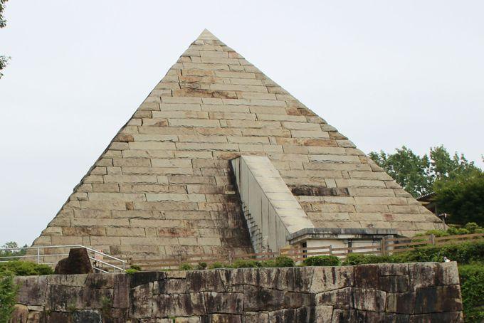 ピラミッドパワー!日本最大級の石のピラミッド!