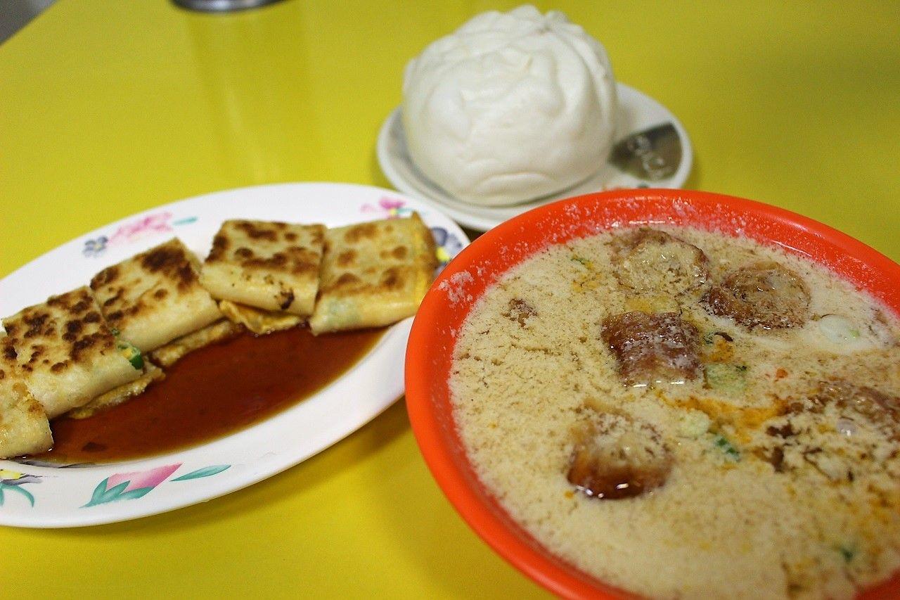 朝ごはんを食べて龍山寺へ