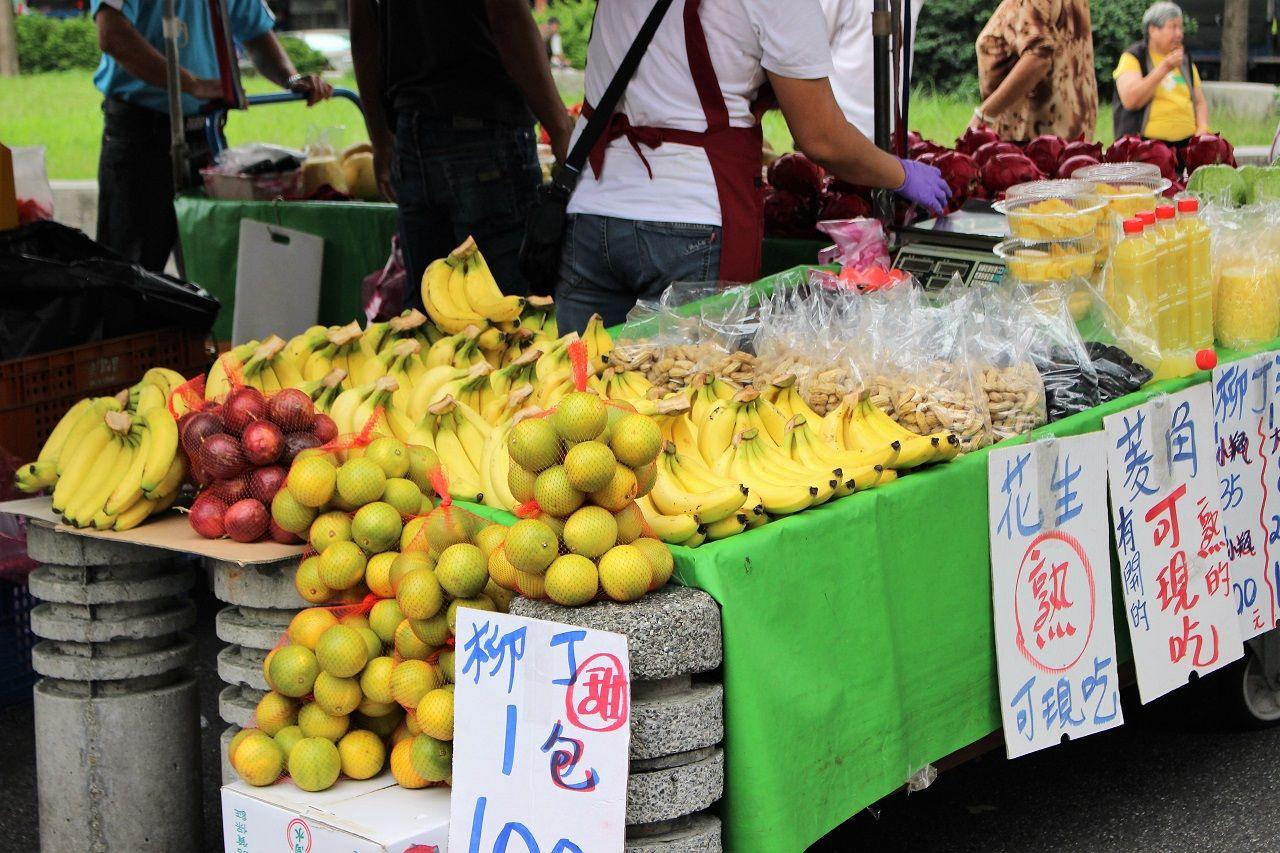 果物、野菜、お肉……、生鮮食品がずらり!