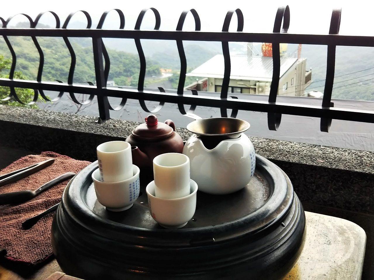 海悦楼茶坊で伝統的な台湾茶をいただく