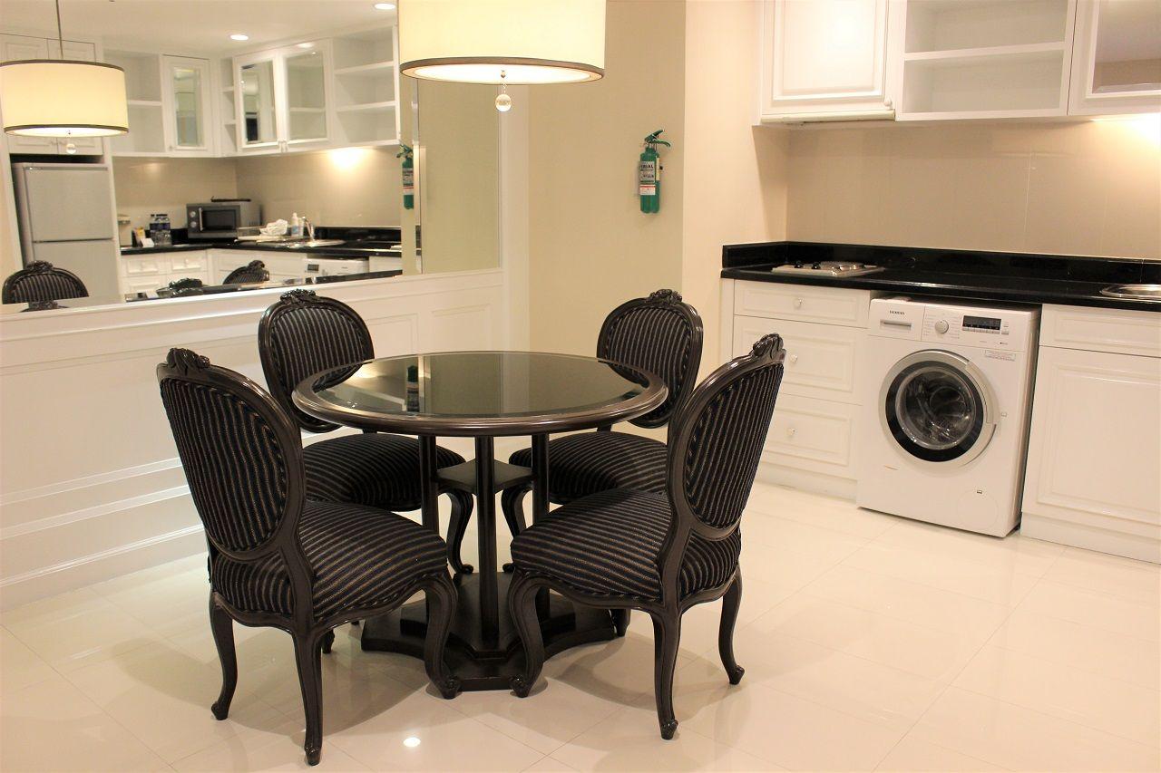 広い客室には簡易キッチンと洗濯機!