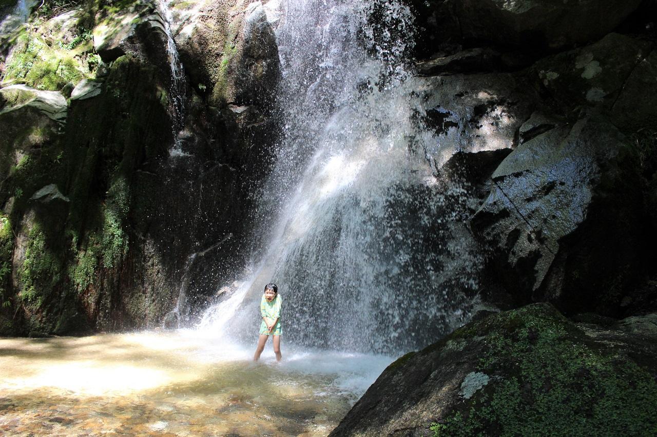寿老の滝は近づけるのが楽しい!