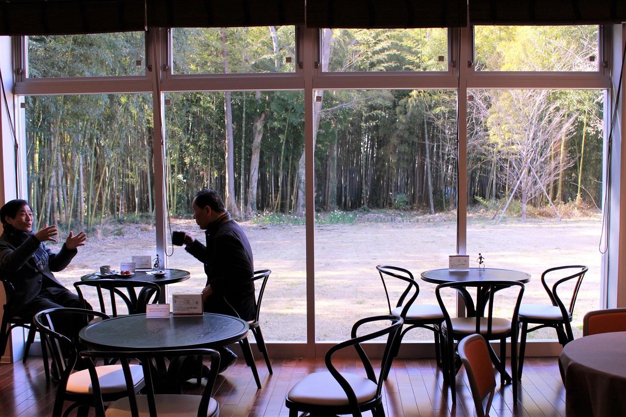 絵画鑑賞の後はカフェでのんびり
