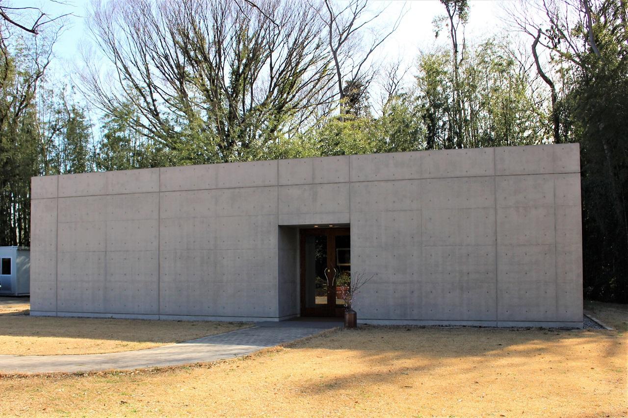 「森の美術館」は駅から徒歩20分の森の中に