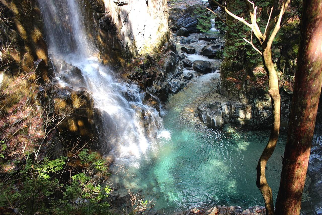 岐阜・付知峡「不動滝」の絶景へ!人気上昇中の癒しスポット