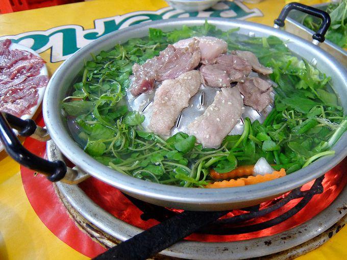 夕食には名物「水牛肉」を焼肉で食べよう!