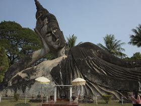 ブッダのテーマパーク ラオス「ワット・シェンクワン寺院」で不思議体験
