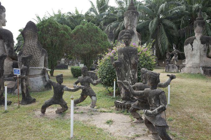 歴史の中で残った石像